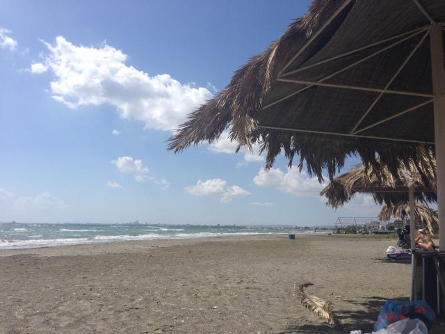 Таким пустынным пляж становится к концу сезона